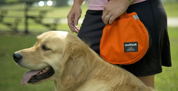 便利でおすすめの犬用品 マルチサック(multisak)|犬用リードに取りつけるお散歩バッグ/マナーポーチ|犬グッズ通販HAU